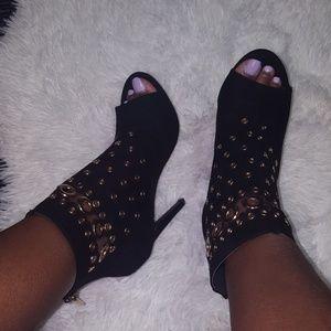Shoedazzle gromet booties
